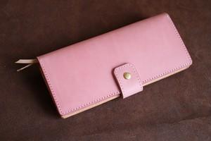 ピンクのイタリアの牛革を使った長財布