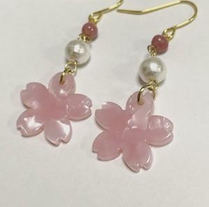 桜のプレートとコットンパールのピアス♡