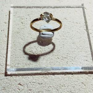 ハーキマーダイヤモンドの真鍮槌目リング