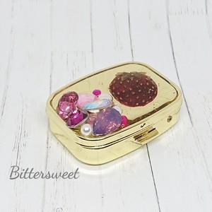 ビジュー長方形ゴールドピルケース&ミラー付き《ピンク・押しフルーツイチゴ》★キラキラ・かわいい★