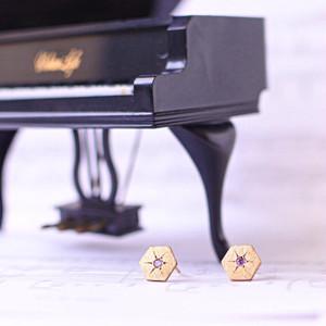 ヴィンテージスタインウェイピアノのパーツにアメシストを彫り留めしたヘキサゴンピアス  S-006   Vintage steinway and sons piano capstan pierces with amethyst (Hexagon: AME)