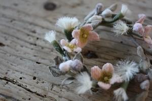 フワフワ綿毛の布花ブローチ
