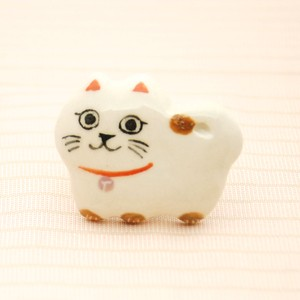 <猫>にんまり猫帯留め(白猫)