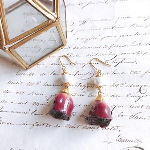 バラとコットンパールのピアス