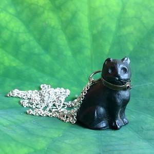 黒猫のペンダント