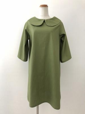 控えめAラインと五分袖が上品なシルエットを作る、綺麗なうぐいす色の丸襟ワンピース 。一点もの コットン100% 快適 通勤 通学 大人 ビジネスシーン