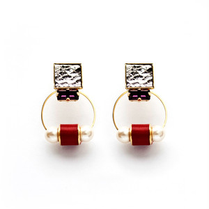 ESTELLE EARRING/METAL RED