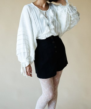 TUCK SLEEVED FRILL BLOUSE < VN003 >