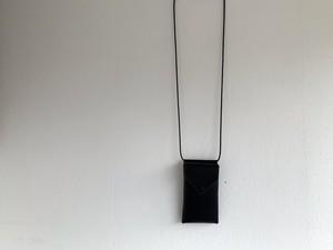 f-19le0007o 手元の近くで便利に取り出せる hang phone case black