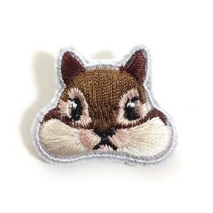 くいしんぼうのシマリス ミニ刺繍ブローチ