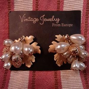 Vintage pearl leaf motif earrings ヴィンテージパールリーフモチーフイヤリング