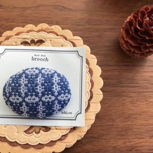 手織りブローチ
