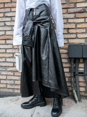 【WOMENS - 1 size】SLEEVE DETAIL LEATHER SKIRT / Black