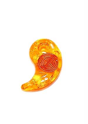 カリスマ的な魅力を引き出す【橙色勾玉オルゴナイト】