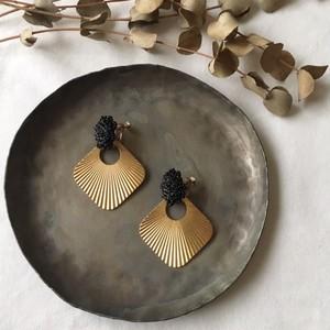 black beads ×import brass parts ピアス&イヤリング 2way ※受注生産