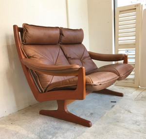 Teak Frame Leather 2 Person Sofa  ノルウェー