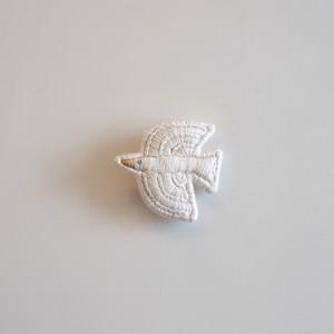 白いトリのブローチ