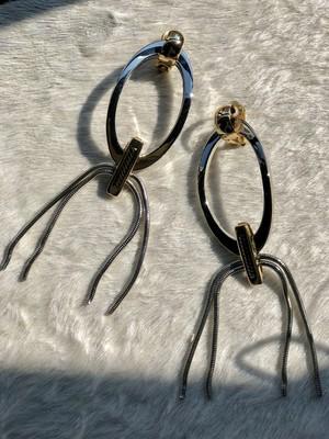 THE Dallas / metal ring earring