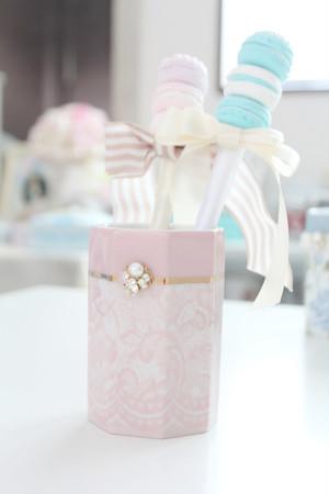 レース柄のエレガントなペン立て(ピンク)×ビジュー