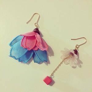 フランスのお花(ブルー×ベビーピンク)の耳飾り ピアス・イヤリング