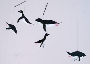 ニシカワアヤコ モビール 空飛ぶペンギン