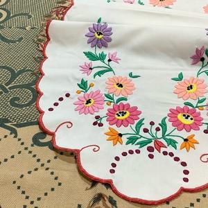 ガーベラ刺繍のハンガリークロス