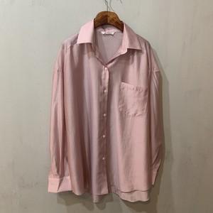 ルーズピンクシャツ