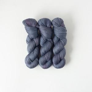 月華 -dark  (merino silk lace)