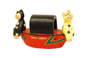 木彫りのバリ人形3 ヨットに乗るネコ