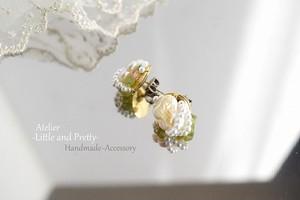 (チタン)「舞う紋白蝶」*蝶の淡水パールとペリドットのホワイトピアス