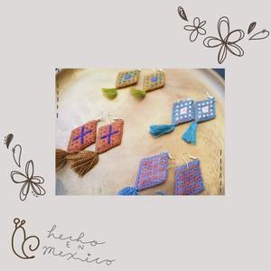 カラフル刺繍ピアス/イヤリング ※全4色