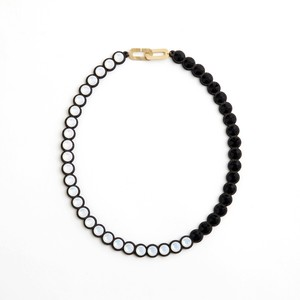 talkative Banquet/BanquetBijou necklace White opal×Jet black short