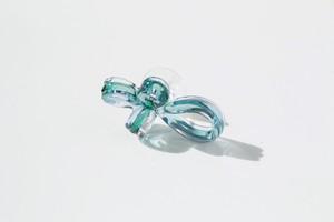 くるくるリボンピアス 片耳タイプ グリーンミックス(シルバー925)