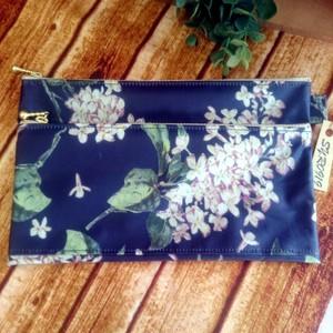 紺いろ花柄ペタンコポーチ