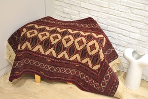 応接の下で真っ赤な絨毯です。 #1200-0805 114x80センチ