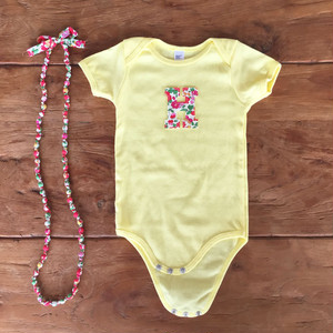 ママとお揃い♪リバティイニシャルロンパース&ママ用ネックレス/yellow×blue flower#出産祝い