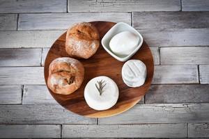 【セット】パンとチーズ(チーズ3種とパン2種の詰め合わせ)