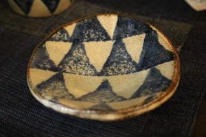 美濃焼 足付豆皿 三角模様