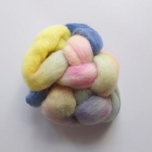 送料込み 手染め羊毛 ロムニー レインボー染0302  約34g