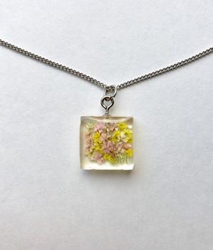 ミニチュア花束のシルバーネックレス 黄色とピンク Unique miniature bouquet Silver plated necklace