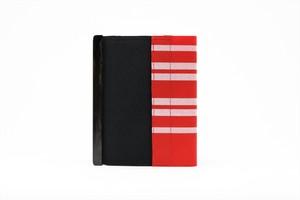 アモルフ 閉じる ブックカバー 手帳カバー A6(文庫)サイズ 黒 ✕ 赤縞