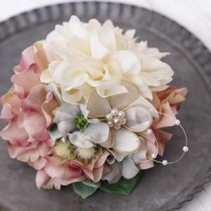 リボンの花とダリアのコサージュ