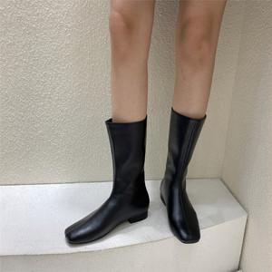 シンプルバックギャザーミドルブーツ スクエアトゥ ローヒール 合皮 革 秋冬 防寒 黒 ブラック 白 ホワイト 美脚 脚長 韓国