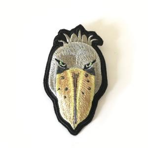 ハシビロコウの刺繍ブローチ