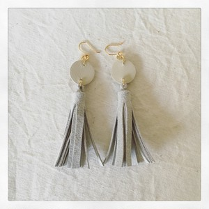 tassel-pierce / ivory