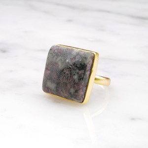 SINGLE BIG STONE RING GOLD 009