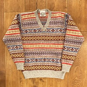 Jamieson's 「fairisle V-neck knit」