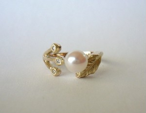 「アコヤ真珠と春の野の花の指輪(K10)  受注製作」