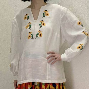 M~XLサイズ【ヨーロッパ製古着】1960年代ヴィンテージ◆黄色いお花の手刺繍◆プルオーバートップス【中古】