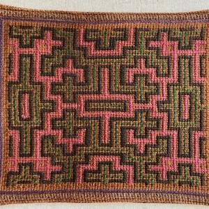 ポットマット 18x23cm 刺し子、裏面茶模様 緑とピンク シピボ族の手刺繍 ティーマット